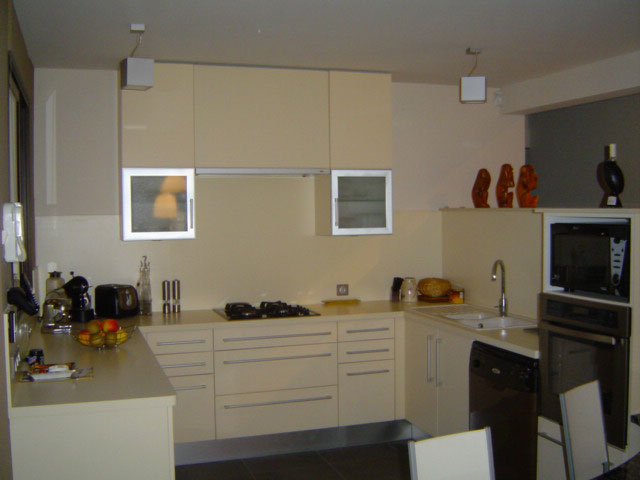 cuisiniste 26 cuisiniste mobalpa dans la dr me avec la menuiserie vignon. Black Bedroom Furniture Sets. Home Design Ideas