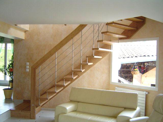 escalier en chêne suspendu limon bois frabriqué et posé ardèche