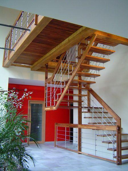 escalier a rien avec palier en merbau passerelle en bois drome. Black Bedroom Furniture Sets. Home Design Ideas