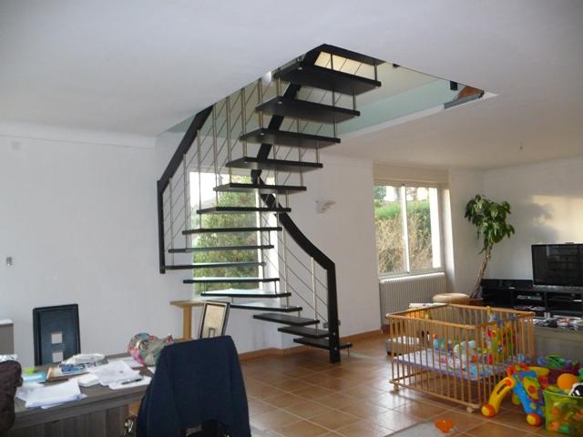 Escalier suspendu design, escalier contemporain modèle NOVA