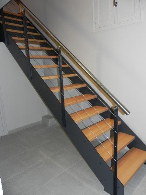 ... escalier contemporain métal main courante inox marche bois ardeche 07