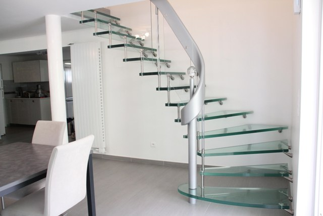 escalier helicoidal metal et verre